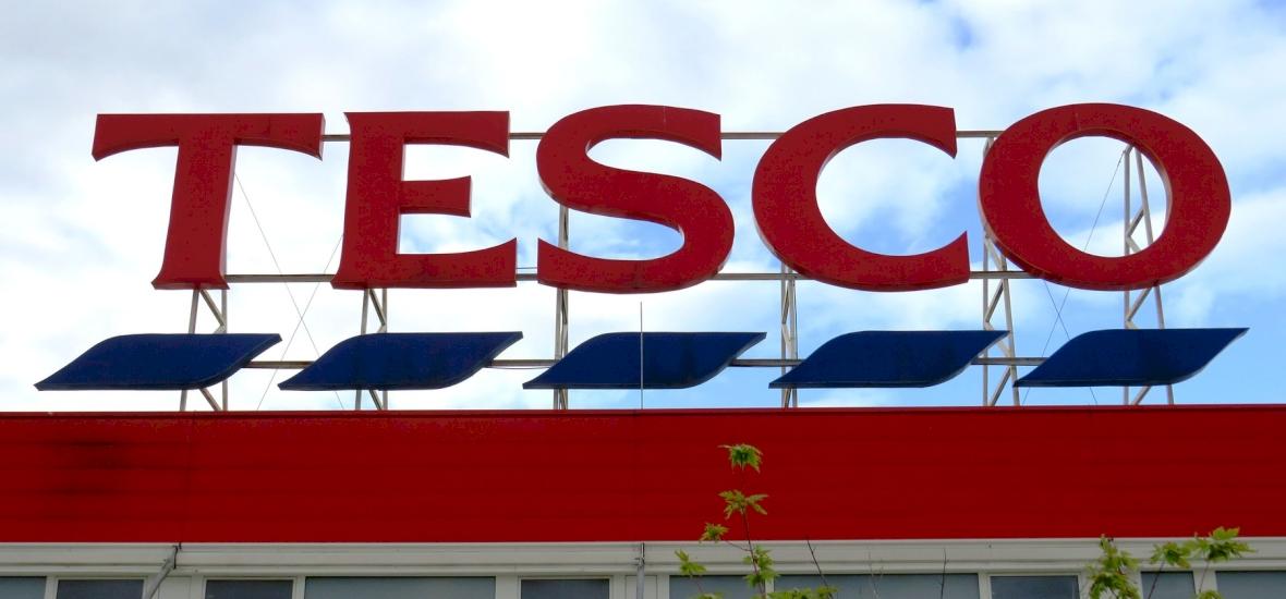 Elképesztő akcióba nyúlt a Tesco-ban: 30 ezer forintot spórolt egy nő egyetlen kérdéssel - íme a szokatlan történet