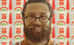 Rappelnek és húsokkal gyúrnak az ALDI legújabb reklámjában