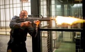 Jason Statham új akciófilmjének 18+-os előzetesében csak úgy fröcsög a vér