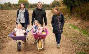 Három hivatalos szülője is lehet egy gyereknek, és ez nem átverés