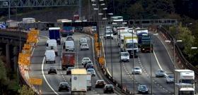 Hátborzongató baleset történt az M4-esen egy elaludt sofőr miatt–videó