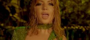 Kiderült Tolvai Reni mellbimbójának titka, de mi köze van ehhez Jennifer Lopeznek?