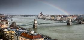 Óriási dolgot találtak a Duna mélyén Magyarországon, a búvárok még nem tudták felszínre hozni