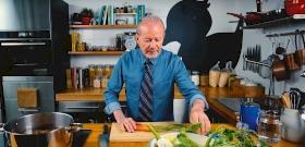Fördős Zé apukája megmutatja, hogy milyen a tökéletes húsleves - videó
