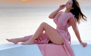 Demi Rose a melleit mutogatja, és közben Playboyt olvas – válogatás