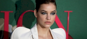 Barbie Palvin drives her followers crazy in super sexy poses - photo