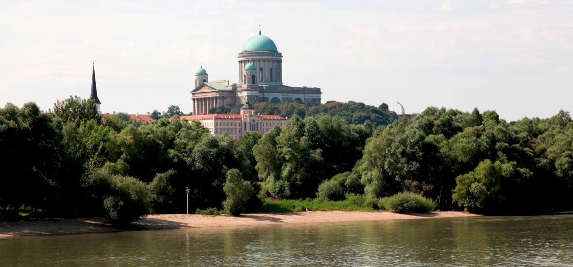 Gigászi bejelentés: eladó egy 400 éves magyar dzsámi - ráadásul a Duna-parton, az ország egyik leggyönyörűbb városában