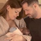 Dér Heni a szeretetről rappel, és még a babáját is megmutatja az új klipjében