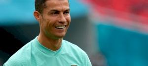 """""""Igyatok inkább vizet!"""" – undorodva rakta félre Ronaldo a kólásüvegeket!"""