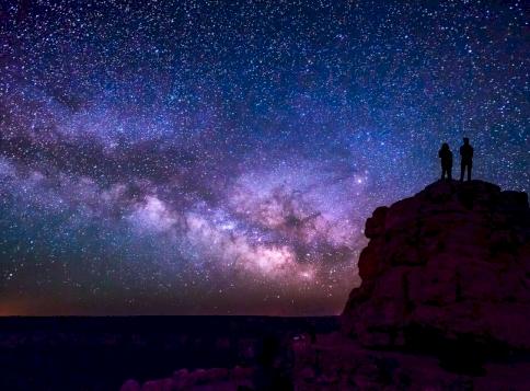 Napi horoszkóp: stabil lábakon állhatsz a hétvégén, vagy érkeznek a viharfelsők