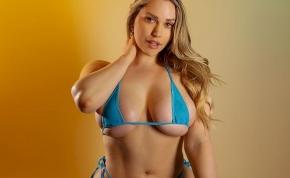Nézd meg milyen szexi pózba vágta magát a pornós Mia Malkova