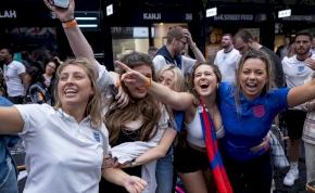 """Anglia tökös, ám veszélyes lépésre készül: ideje, hogy """"együtt éljünk a Coviddal!"""""""