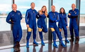 Richard Branson, a Virgin üzlethálózat dúsgazdag atyja bravúrosan beelőzte Jeff Bezost az űrutazásban!