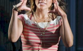 Jennifer Lopez levetkőzik a tengerparton, majd olyan táncmozdulatokat csinál, hogy az maga a túlfűtött erotika - videó