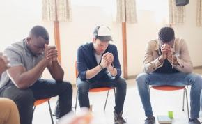 Három férfi, akik istennek képzelik magukat – mi történik, ha találkoznak egymással?