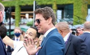 Tom Cruise megjelent a Wembley stadion előtt és a rajongókkal smúzolt