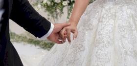 Ez a menyasszony olyan jelmezben jelent meg az oltárnál, hogy a vőlegény meghatottság helyett röhögőgörcsöt kapott