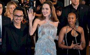 Botrány Angelina Jolie-éknál! A filmsztár fiát erőszakkal szakíthatták el vérszerinti családjától?