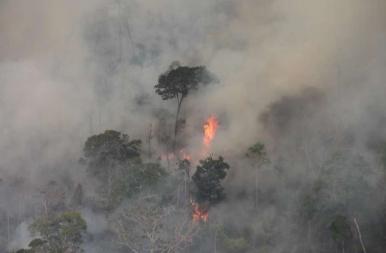 Így ég az Amazonas környéki esőerdő