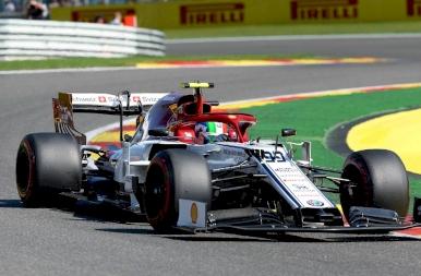 Forma-1: taroltak a Ferrarik a Belga Nagydíj időmérőjén