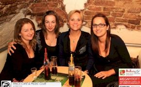 Debrecen, Pince Café & Music Club- 2013. November 23., szombat este