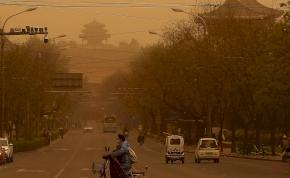 Peking besárgult, senki sem mehet ki az utcára