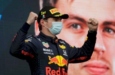Verstappen nyerte a kaotikus imolai futamot