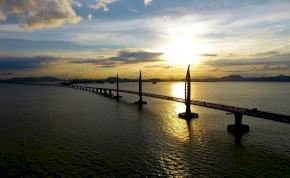Hihetetlen: Kína épített egy több mint 35 km hosszú hidat, ráadásul a tenger felett – képek