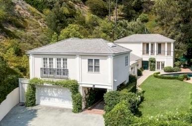 Katy Perry pofára esett, eladta a házát