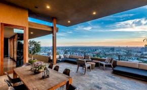 Zack Efron eladta csodaszép Los Angelesi villáját, búcsúzik Amerikától
