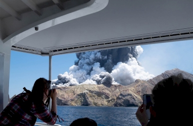 Kitört az új-zélandi Whakaari vulkán