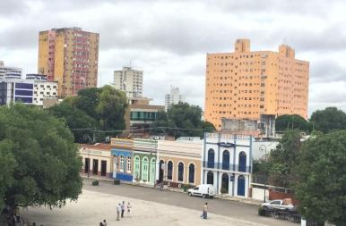 Város a dzsungel közepén, ahol idegenvezető helyett testőrt kell fogadni