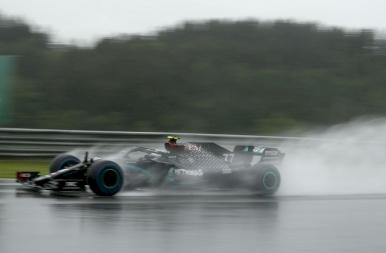 Forma-1: Hamilton nyerte az esős időmérőt, és ezzel történelmet írt