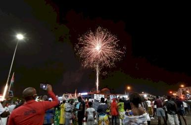 Így ünnepeltek a világban szilveszter este