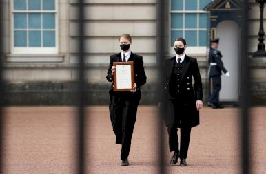 Így gyászolja Nagy-Britannia a 99 évesen elhunyt Fülöp herceget