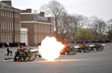 Díszlövések Londonban Fülöp herceg tiszteletére