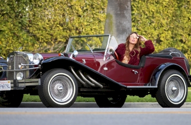 Vass Zita Beverly Hills forgalmas utcájában fedetlen keblekkel fotózkodott! 18+