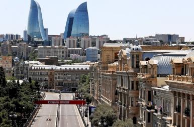 Négy piros zászló! Hihetetlen izgalmak az azeri időmérőn!