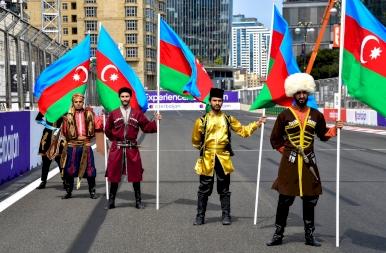 Hihetetlen drámával ért véget az Azeri futam!