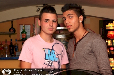 Debrecen, Pince Café & Music Club - 2010. október 27. szerda